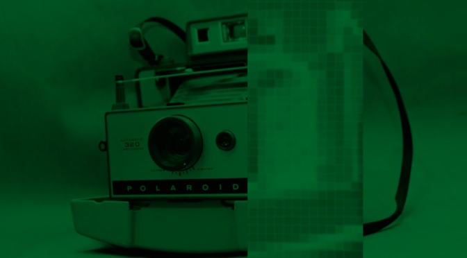 Foto de cámara polaroid antigua